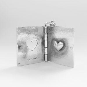 Srebrn obesek knjiga ljubezni-2