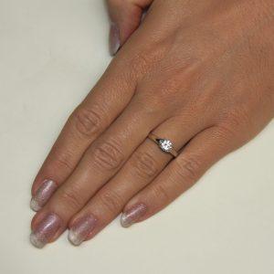 Zaročni prstan 55 - briljant-2