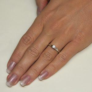 Zaročni prstan 50 - briljant-2