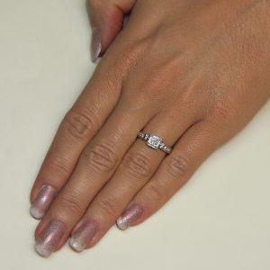 Zaročni prstan 46 - briljant-2