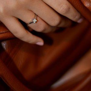 Zaročni prstan 48 - briljant-2