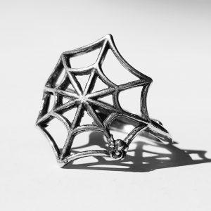 Srebrn prstan pajkova mreža