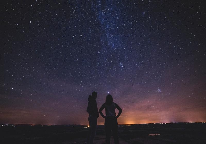 zaroka-pod-zvezdnim-nebom
